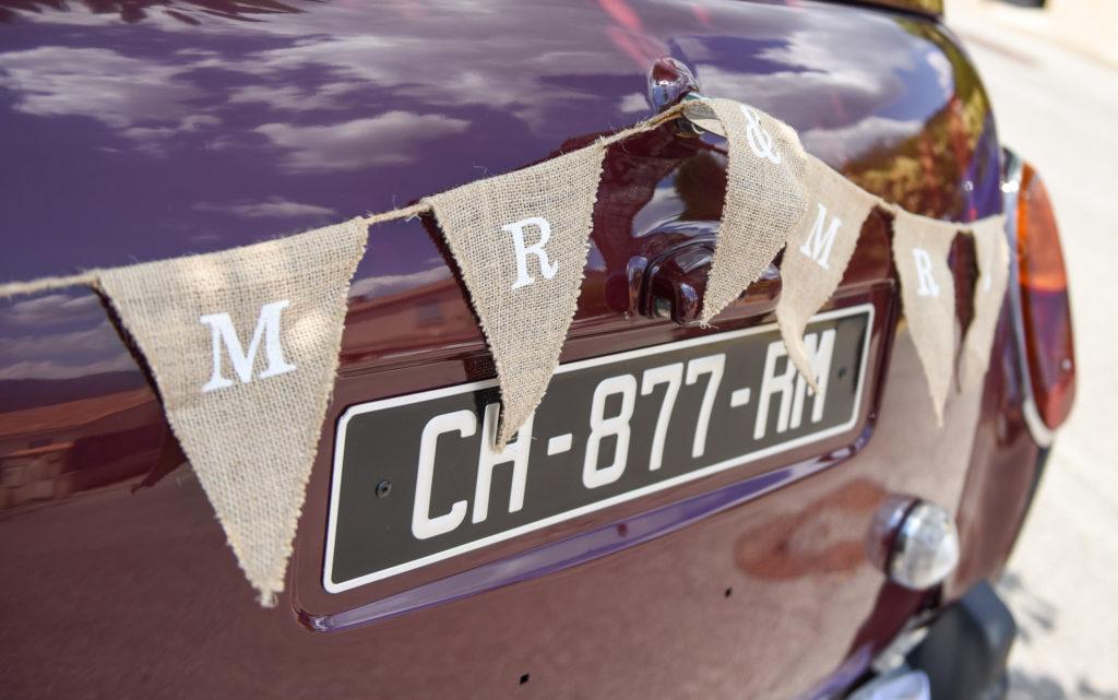 """<a img src=""""fgprod-0118-e1575626541595-1024x641.jpg"""" alt=""""décoration mariage champêtre voiture taxi anglais""""> </a>"""