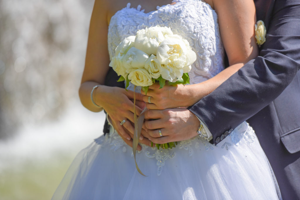 """<a img src=""""fgprod-0335-1024x684.jpg"""" alt=""""photo couple pour un mariage champêtre""""> </a>"""