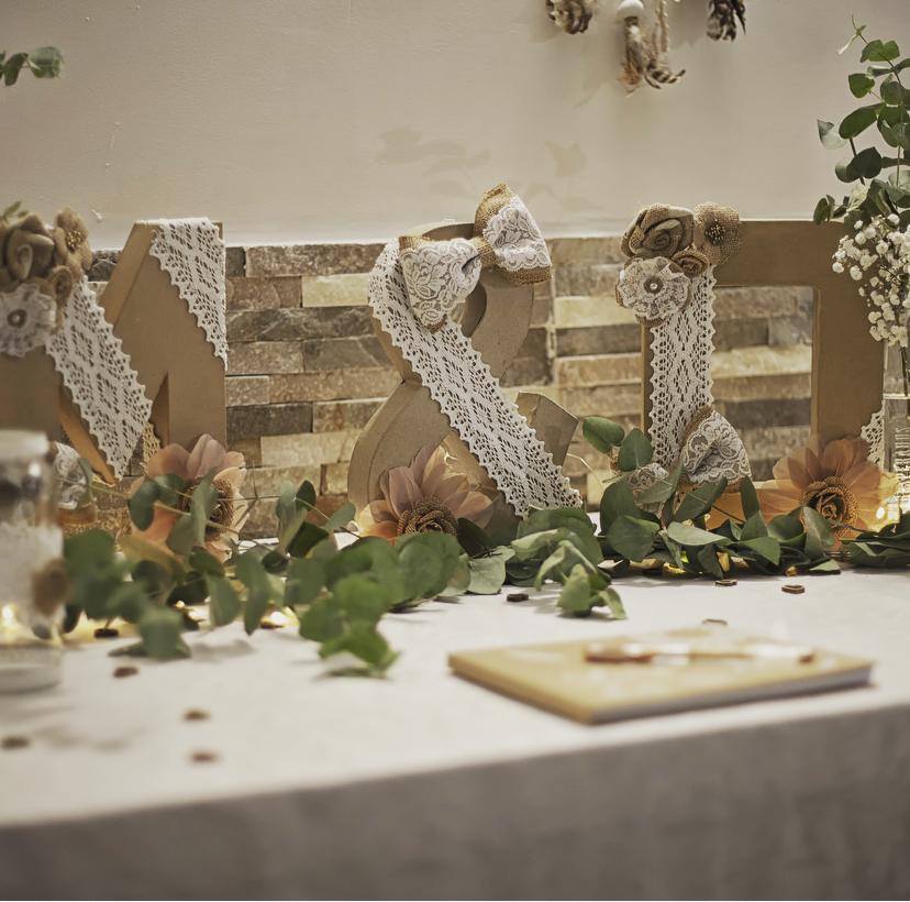 Décoration chic et champêtre de la table urne du mariage de Marine et Denys