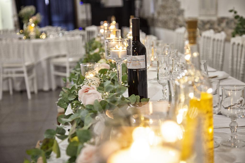 table d'honneur avec une décoration chic et champêtre du mariage de Marine et Denys