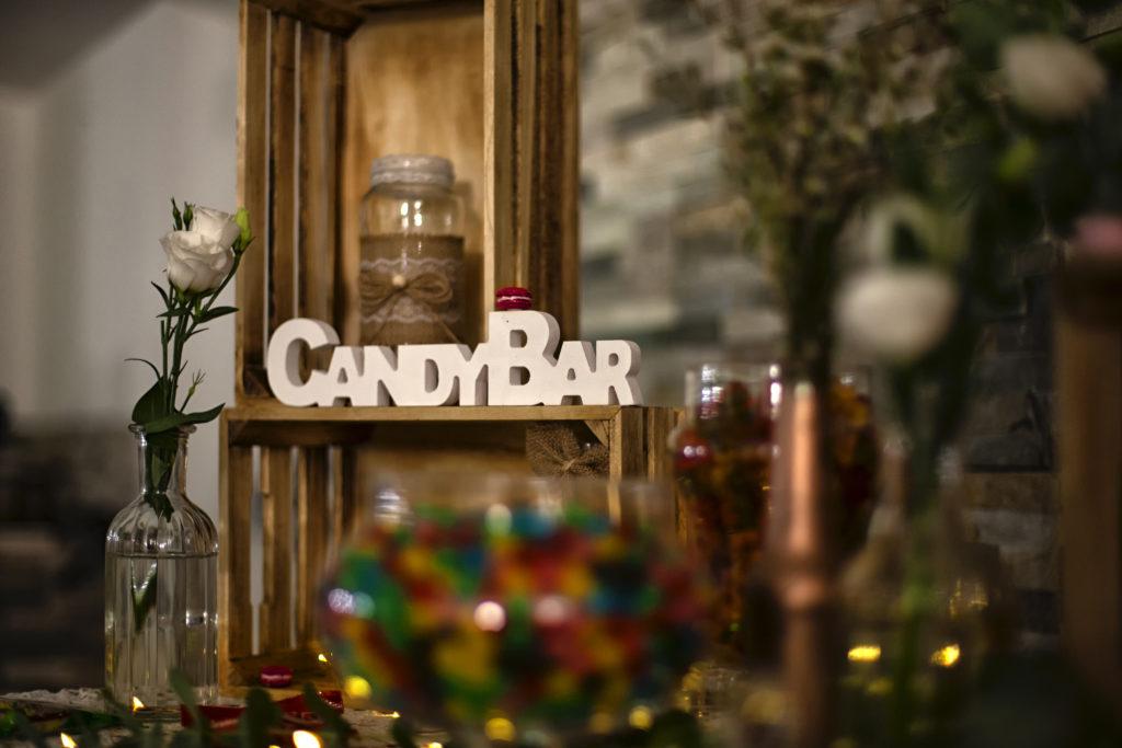 détail décoration du candy bar chic et champêtre du mariage de Marine et Denys