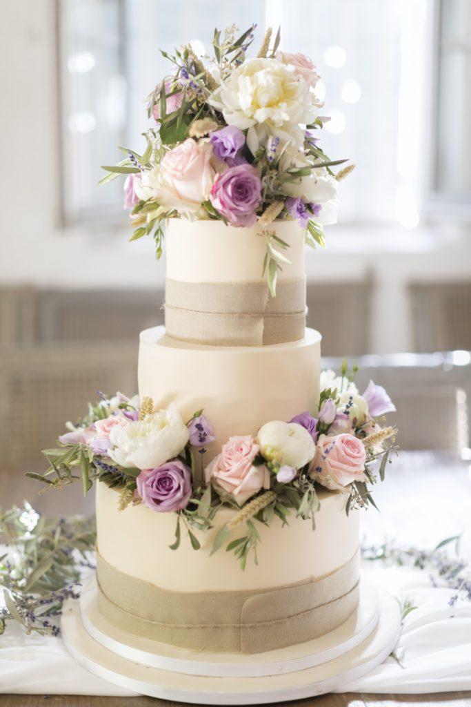 Wedding cake dans le thème Provençale du mariage Diane et Bastien