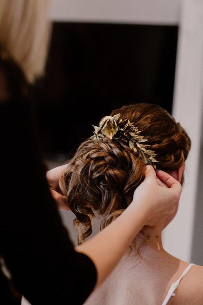 """<a href=""""https://www.eleonora-hairstyliste.com/"""">  <img src=""""Inspiration-Marjorie-Mariages_HD_189-1024x683-2.jpg"""" alt=""""coiffure  pour la mariée le jour  J""""> </a>"""