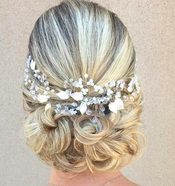 "<a href=""https://www.eleonora-hairstyliste.com/"">  <img src=""Inspiration-Marjorie-Mariages_HD_189-1024x683-2.jpg"" alt=""coiffure mariage avec chignon bas et serre terre""> </a>"