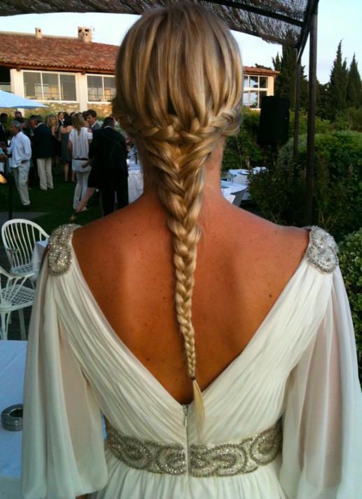 """<a href=""""https://sylviepastore.book.fr/"""">  <img src=""""Capture-d'écran-2020-04-14-à-13.49.53.png"""" alt=""""coiffure invitée de mariage avec cheveux long et tresse""""> </a>"""