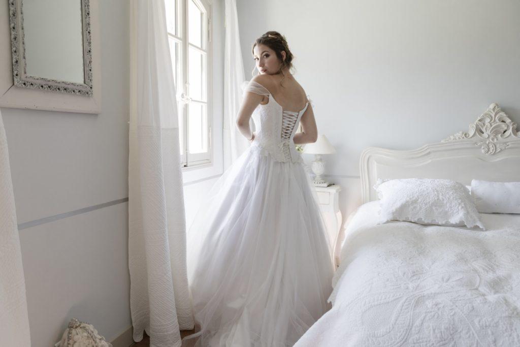 "<a href=""http://www.josy-buhr.fr"">  <img src=""ShootingGrandBoise-107-1024x683.jpg"" alt=""robe de mariée lacées dans le dos""> </a>"