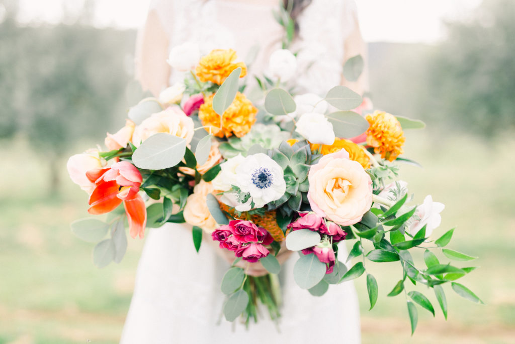 """<a href=""""https://www.jeremie-hkb.fr"""">  <img src=""""Terres-Saint-Hilaire-Mariage-Provence-43-1024x683.jpg"""" alt=""""photographe de mariage Jeremy Hkb bouquet de la mariée""""> </a>"""