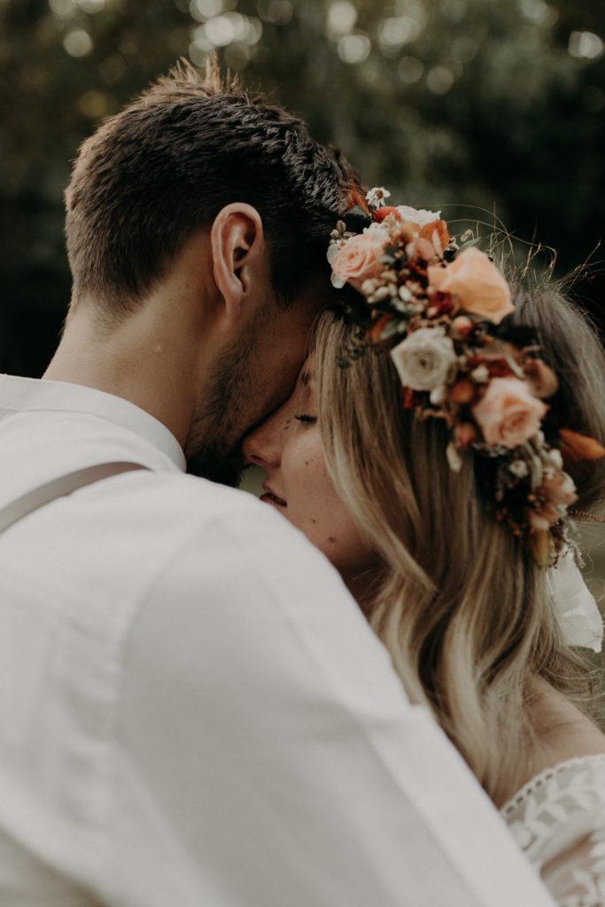 """<a href=""""https://www.baptistehauville.com"""">  <img src=""""baptistehauville-wedding-photographer-6-18-683x1024.jpg"""" alt=""""séance photo de mariage dans le Style Moody de Baptiste Hauville""""""""> </a>"""