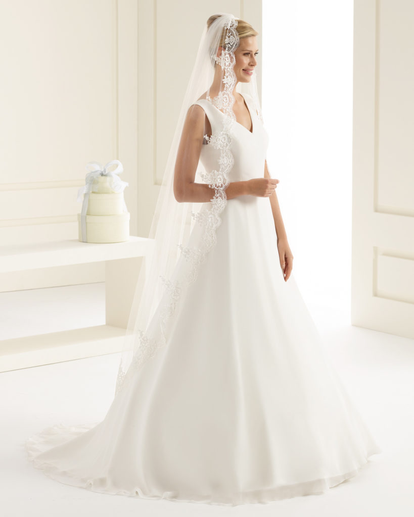 """<a href=""""https://www.les-noces-de-manon.com/"""">  <img src=""""voile-mariage-dentelle-long-819x1024.jpg"""" alt=""""coiffure avec voile de mariage avec chignon haut""""> </a>"""