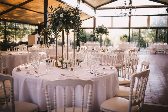 détail décoration mariage Chic or et blanc