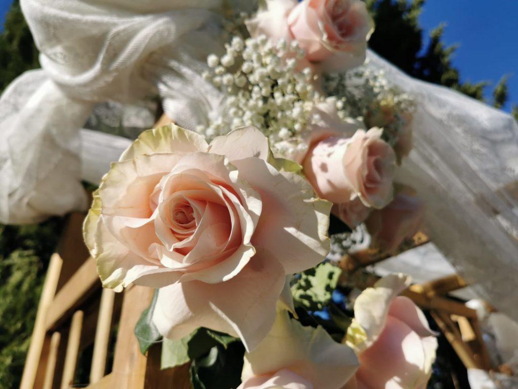 détail décoration florale thème champêtre bohème